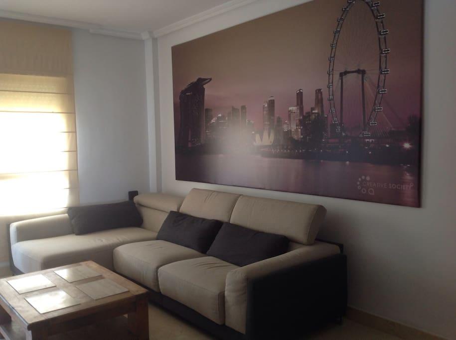 Gran salón para una confortable estancia.
