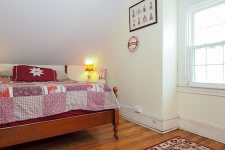 Bayfields Rapunzel 3rd Floor Double - Harwood - Bed & Breakfast