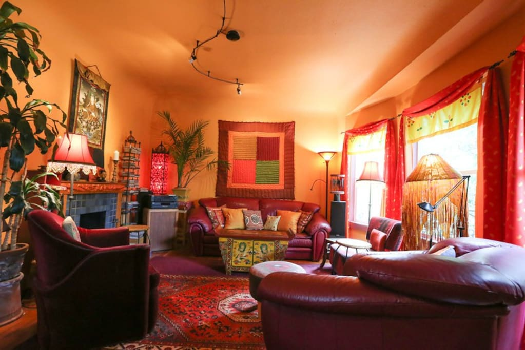 2 Bedrooms In Colorful Vintage Home Houses For Rent In Oakland California United States