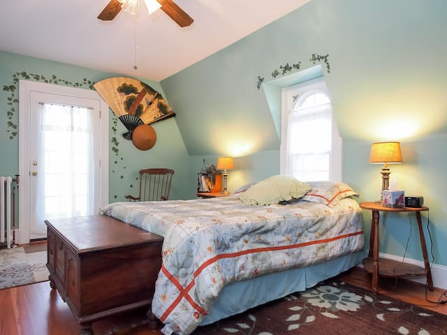 Holly-n-Ivy, 2-room suite. You can book these rooms separately. For more pictures, view our Holly-n-Ivy listing.