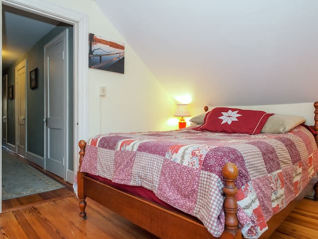 Rapunzel, you can book this room separately. For more pictures, view our Rapunzel listing.