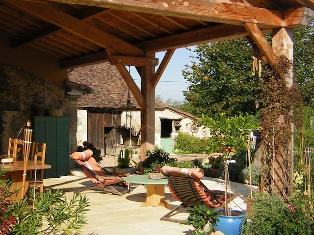 Gite piscine chauffée Couette et Chocolat - Dordogne - Dům