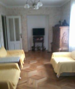 уютная квартира +вид с окна гори и море - Batumi - Leilighet