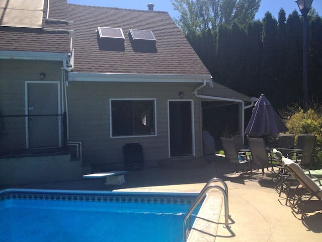 Full cottage-Pool-Lake -Wine-BBQ - Okanagan Falls - Stuga