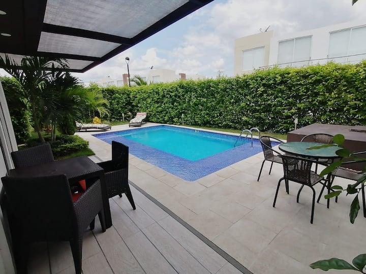 Lujosa casa con piscina privada para estrenar!!!
