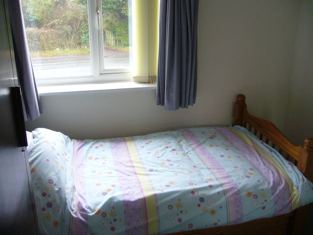 Small single room in house in Lytchett Matravers.