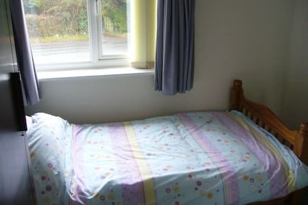 Small single room in house in Lytchett Matravers. - Lytchett Matravers - 独立屋