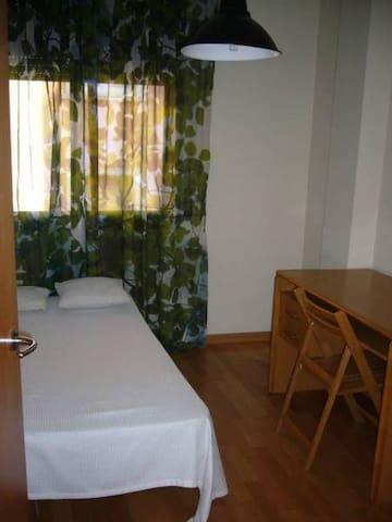 arriendo habitaciones a varones san - Santiago - Dormitório