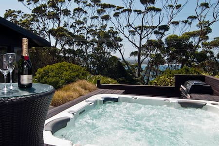 Bannister Cove Luxury.  ARTHOUSE.  OCEAN.  SPA