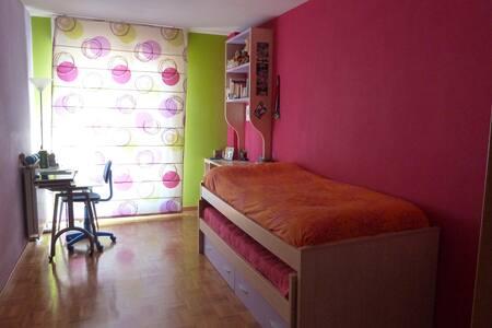 alquilo habitación con nido cama  - Sarriguren
