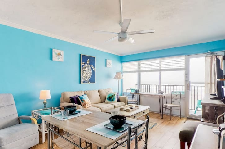 Beach-Balcony-Remodeled 1bed/bath *Tortuga Lounge*