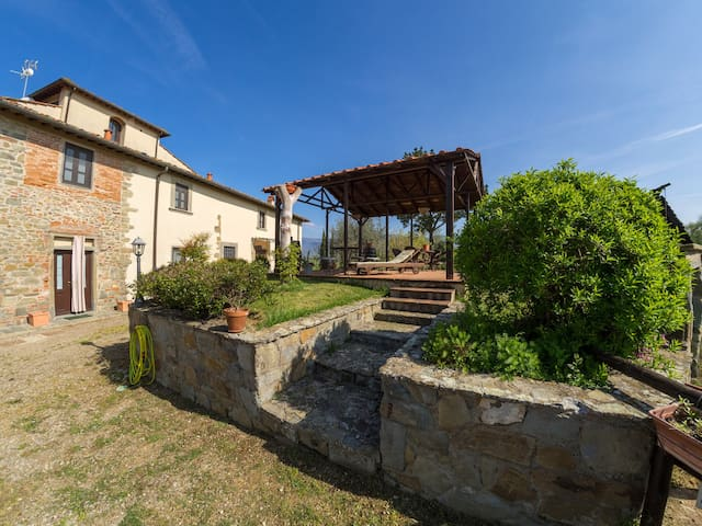 Il Giglio Apartment, in Bio Farmhouse with pool - Terranuova Bracciolini - Leilighet