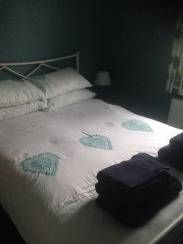 Comfortable and cosy double bedroom in Weymouth