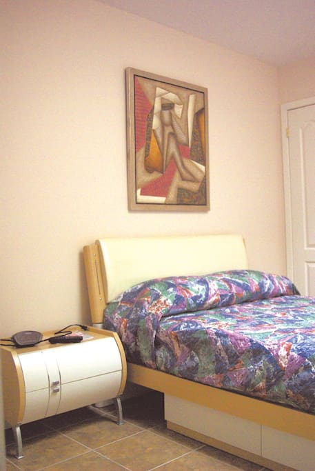 economy studio downtown toronto bed and breakfasts for rent in toronto ontario canada. Black Bedroom Furniture Sets. Home Design Ideas