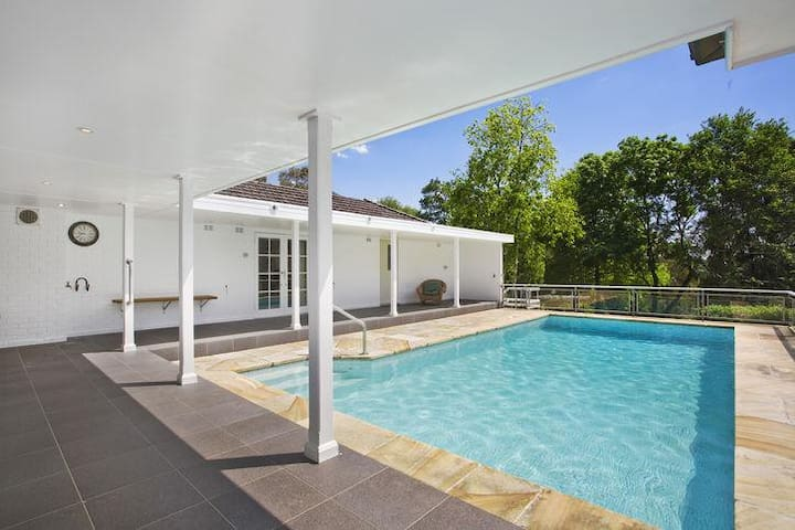 Beautifully appointed house with pool on 2 acres - Turramurra - Huis