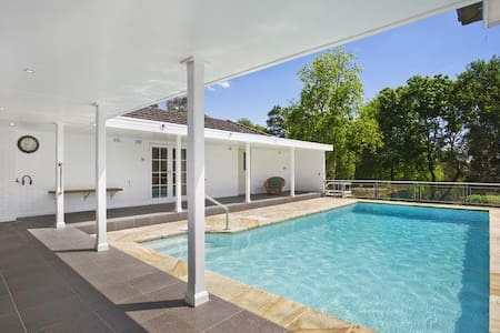 Entire house with pool on 2 acres - Turramurra