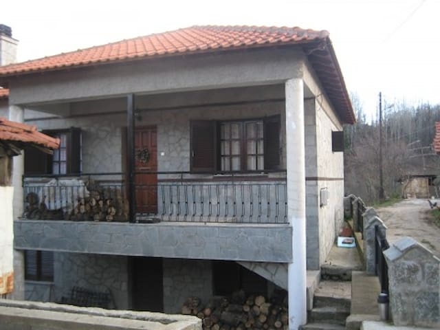 Estia Luma:  Rural country cottage