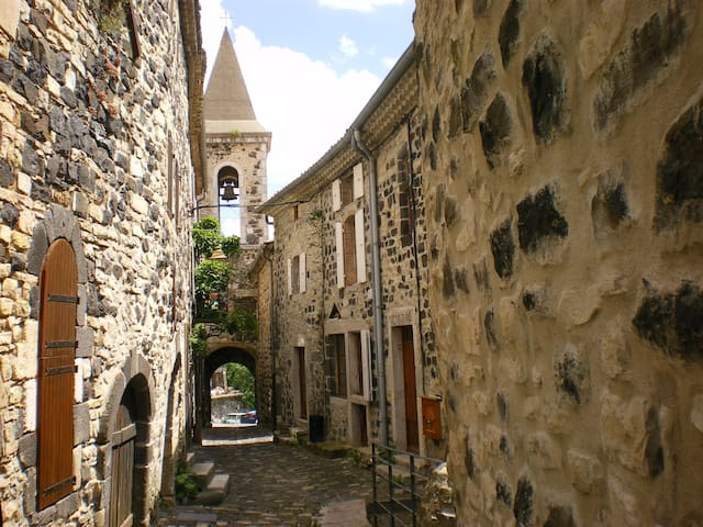 Ancien bistrot de villag(URL HIDDEN)  - Mirabel - บ้าน