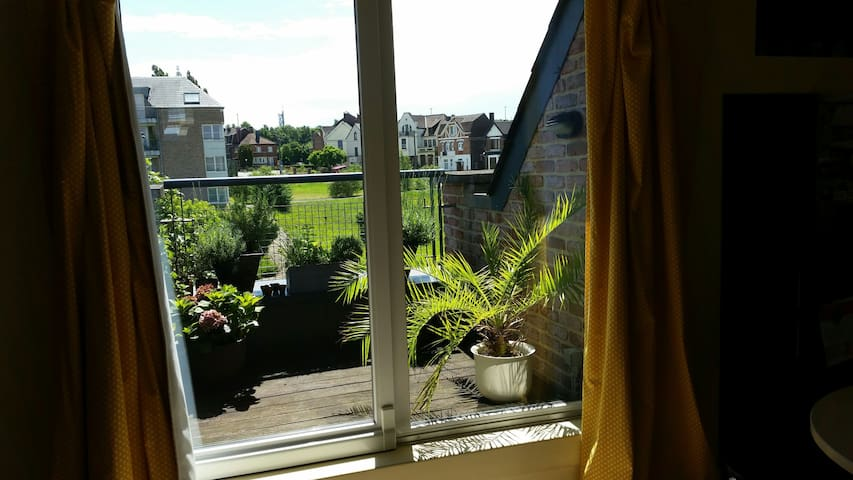 Big apartment  5min driving de charleroi 2 rooms