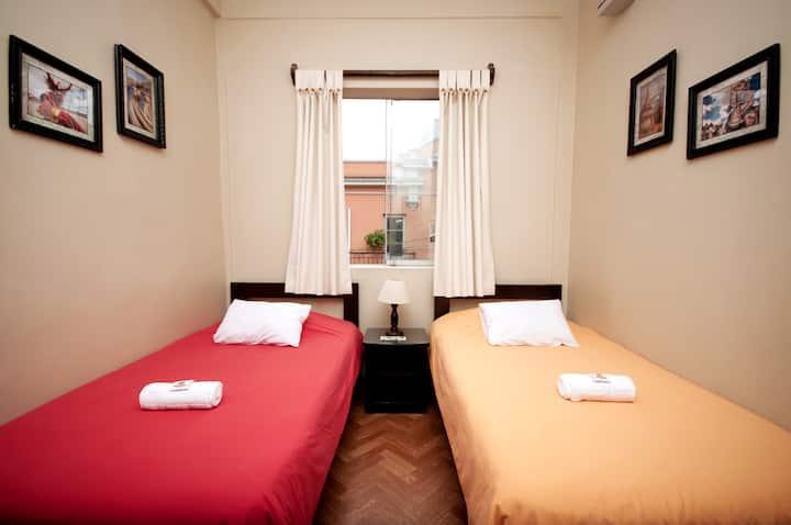 Habitación twin, baño privado-Pariwana Hostel