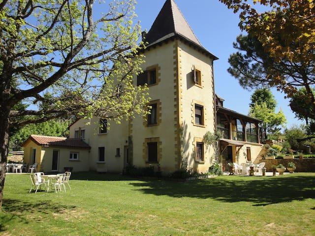 Chambres Famille. Font Margout - Sarlat-la-Canéda - Bed & Breakfast