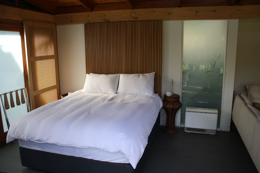 Resort-style queen size bed, complete with deluxe goose down doona, pillows & quality linen.