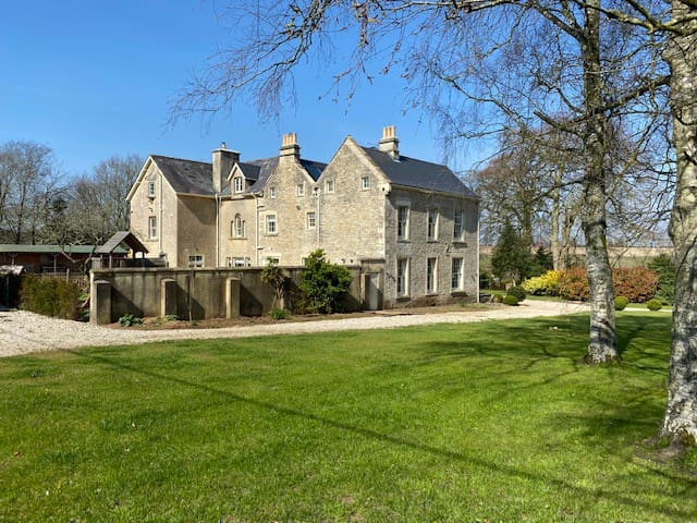 Stunning Old Rectory - heated swimming pool