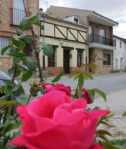 Quiet house in a lovely village - Sauquillo de Cabezas - Hus