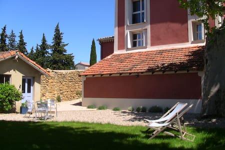 Studio et jardin indépendant, wifi - Orange - Leilighet