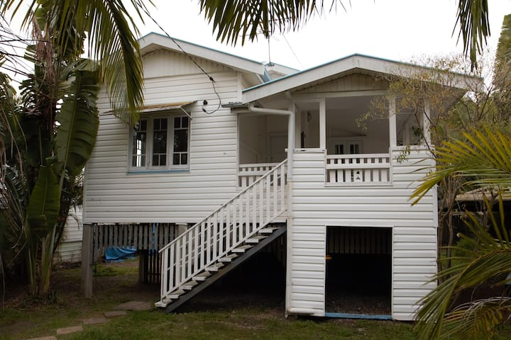 Inner City 3 Bedroom House, Close to Everything - Greenslopes - 獨棟