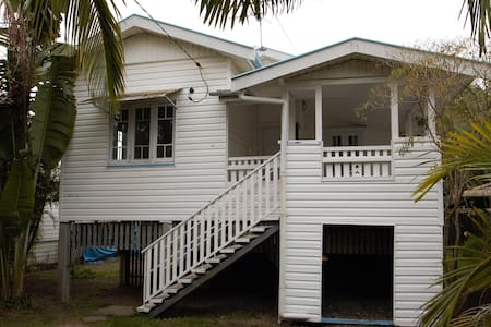 Inner City 3 Bedroom House, Close to Everything - Greenslopes - Casa