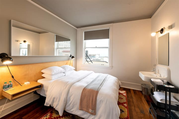 Norblad Hotel - Standard Cabin with Shared Restrooms