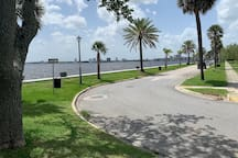 The St Johns river is only 2 blocks away!
