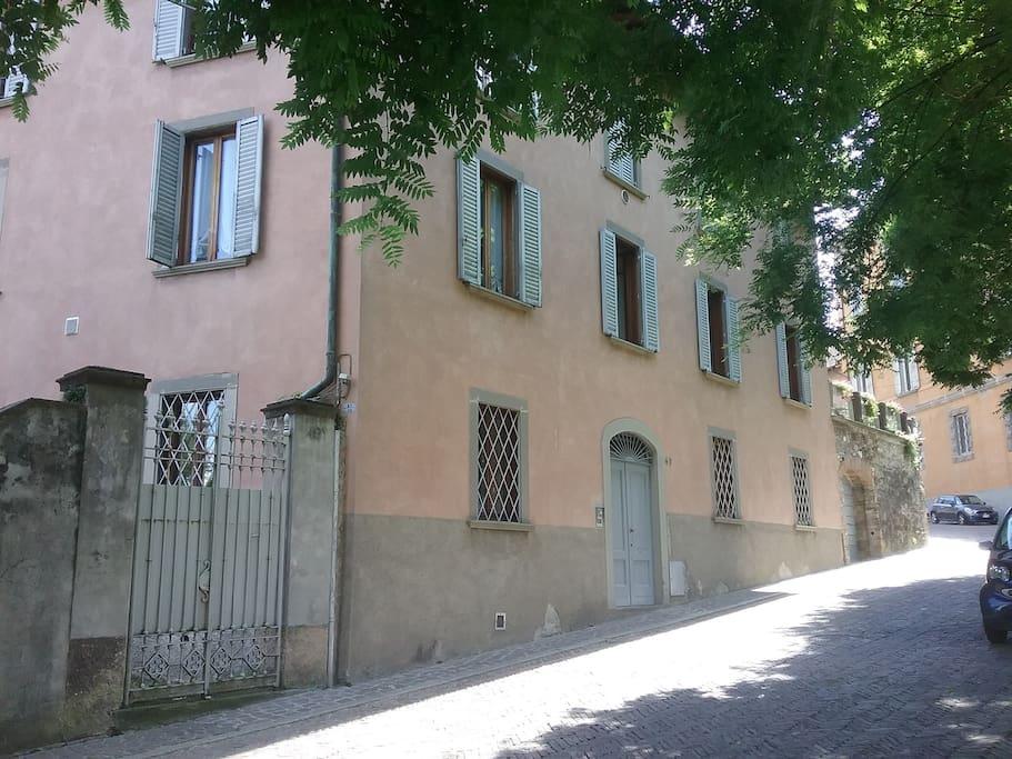 Appartamento accessoriato nel centro storico for Appartamenti in affitto bergamo