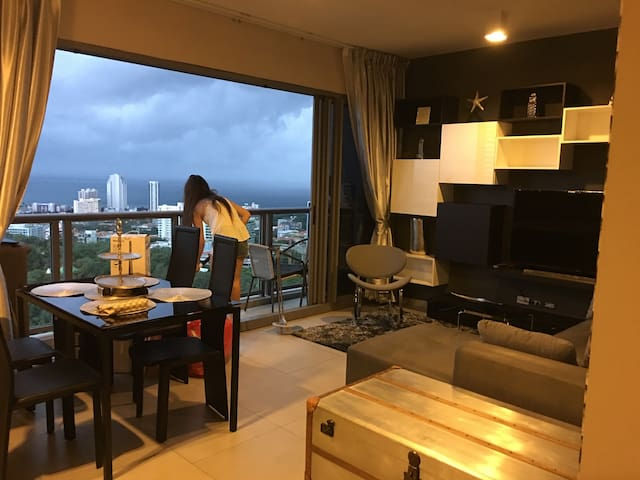 2 bedroom condo, 40 floor