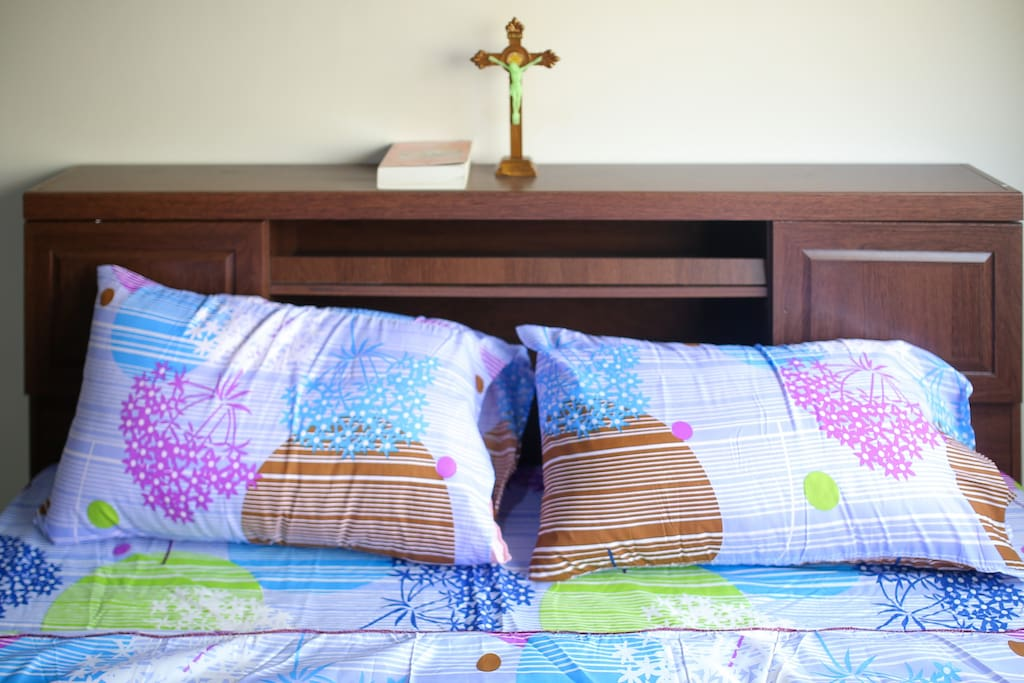 Comfy Pillows with head board