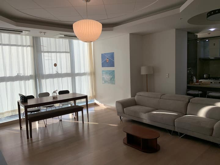 Luxurious Design House @ Seoul Station (3BR/4beds)
