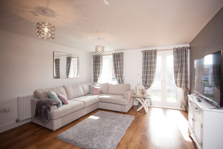 Smart 2 bed 2 bathrooms and  secure parking - Maidenhead  - Apartamento