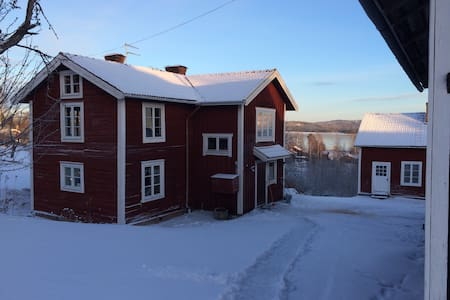 Gård vid Siljan nära skidbacke - Leksand - 独立屋