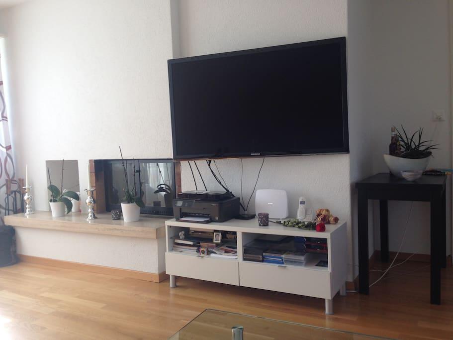 Fernseher und Kamin
