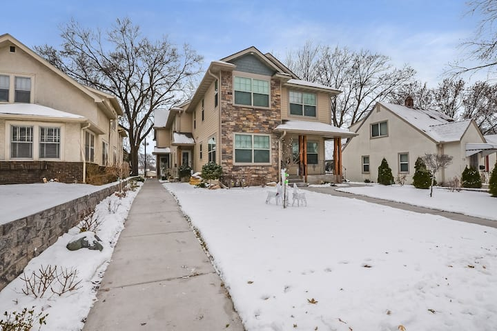 Luxury Townhouse in the center of NE MPLS!