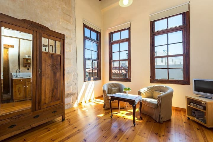 Traditional Suite with wooden details in Rethymno town