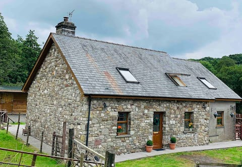 Tynypant Cottage 🏴󠁧󠁢󠁷󠁬󠁳󠁿 Mid week nights from £80.