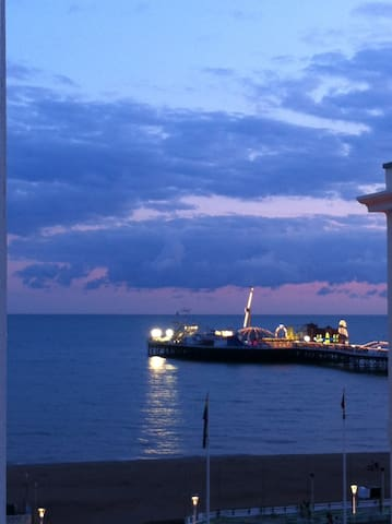 Pier- Sea View Studio Apartment - Brighton - Apartment