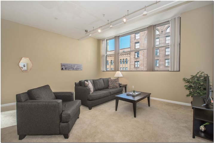 Contemporary Downtown 2BR Apt