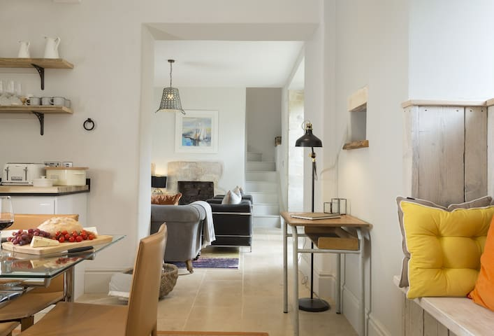 Ground floor: Well-equipped kitchen and dining room