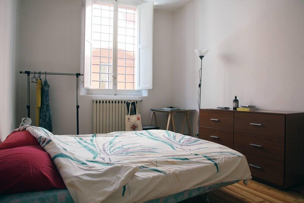 bedroom / camera
