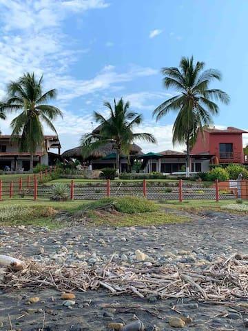 Casa Palapa: Playa La Saladita Beachfront Beauty