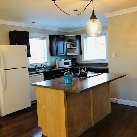 Fridge, stove, dishwasher, microwave, drip coffee maker, French press and tea kettle. Lots of room for your favorite brews!