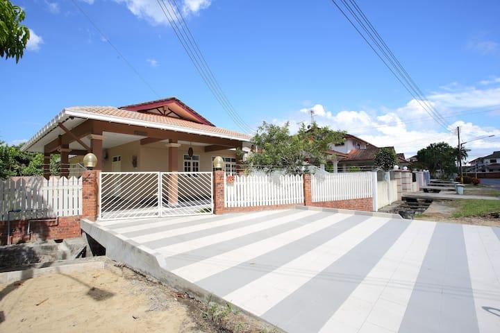 Homestay Miri (Pelita Area)
